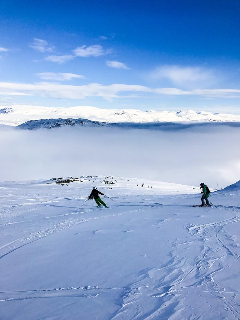 Andy & Kat Skiing Riksgransen