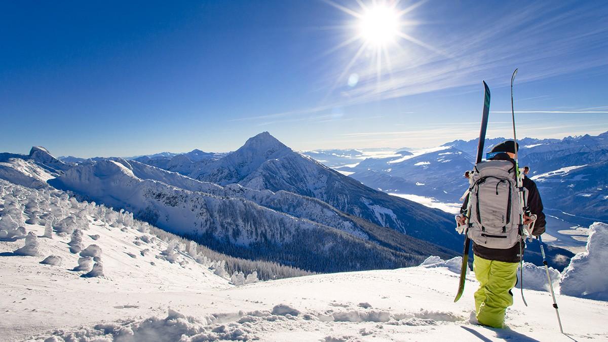 Revelstoke Skier Scenic © Ian Houghton Revelstoke Mountain Resort