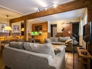 4 Bedroom Suite Apartment (sleeps 8+4)